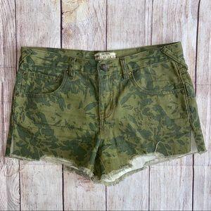 Free People Camo Cut Off Shorts 28